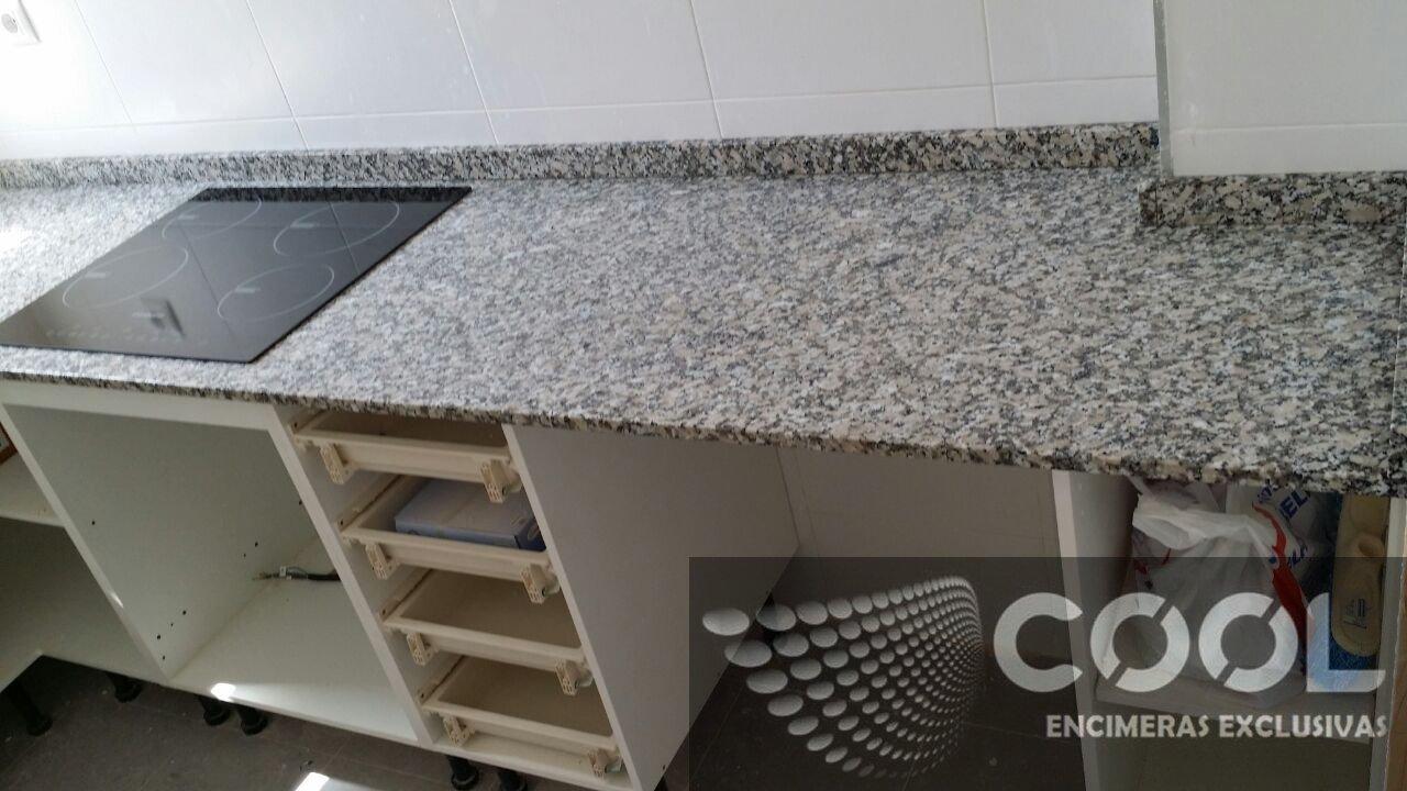 Encimera granito nacional gris mondariz cool encimeras for Encimera granito gris