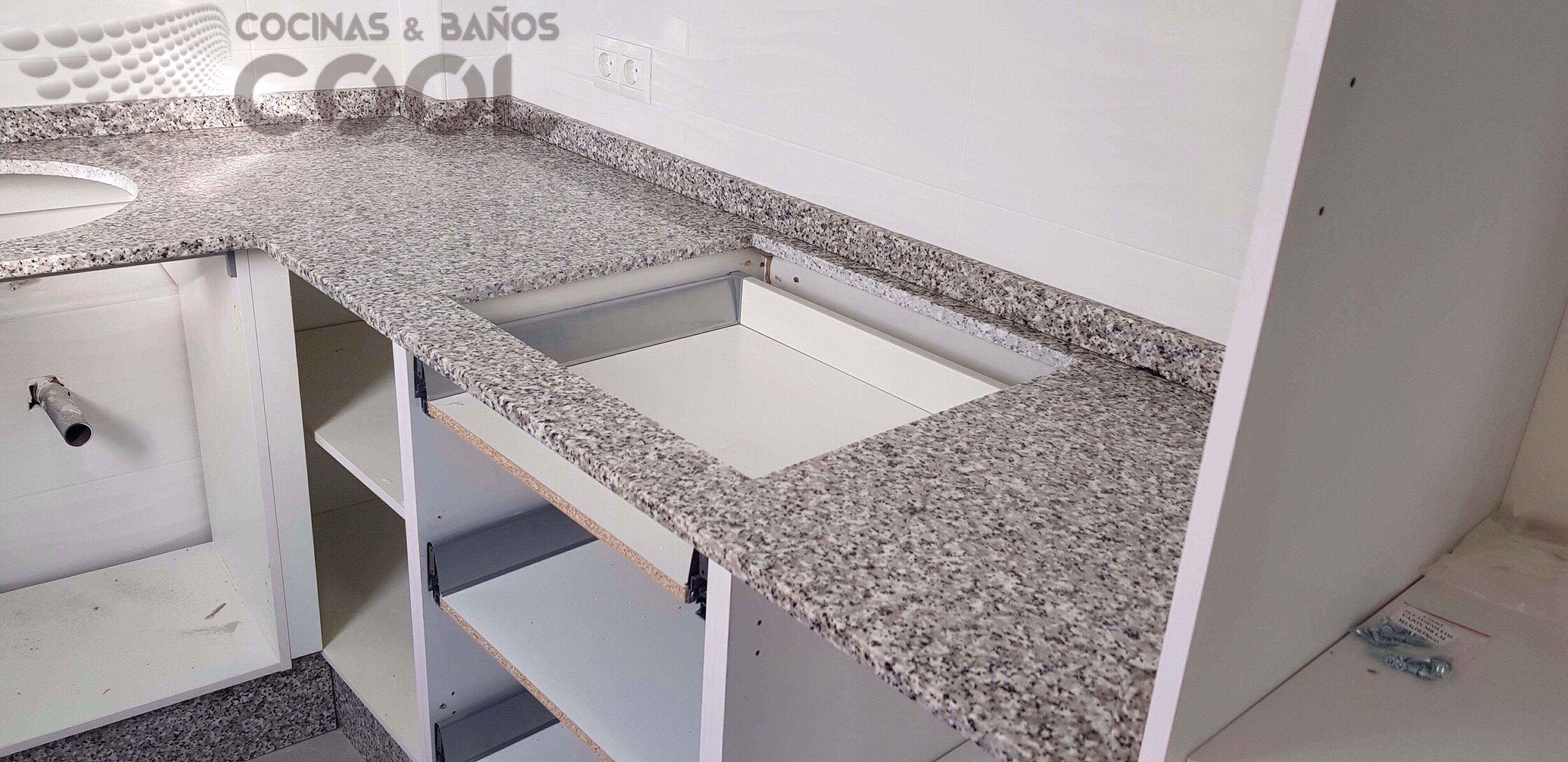 Encimera granito nacional blanco perla cool encimeras for Encimeras de granito blanco